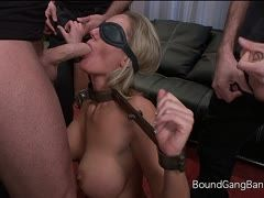 Zoey Holiday und der devote Blowjob